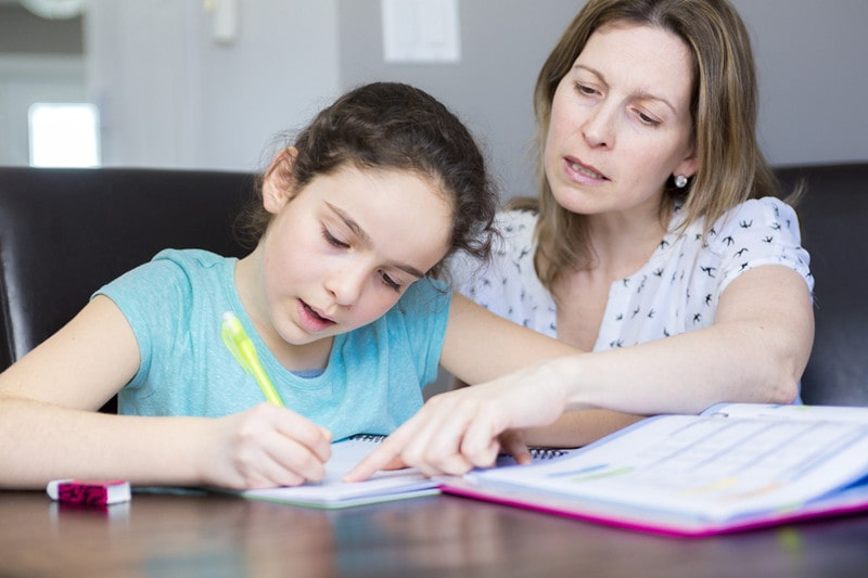 Should I help my 10-year-old daughter with studying?