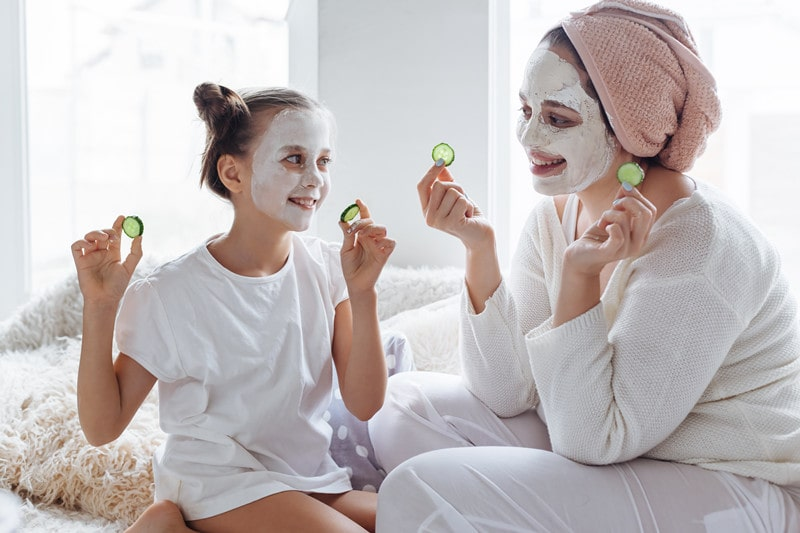Can a 10-year-old wear a facial mask?