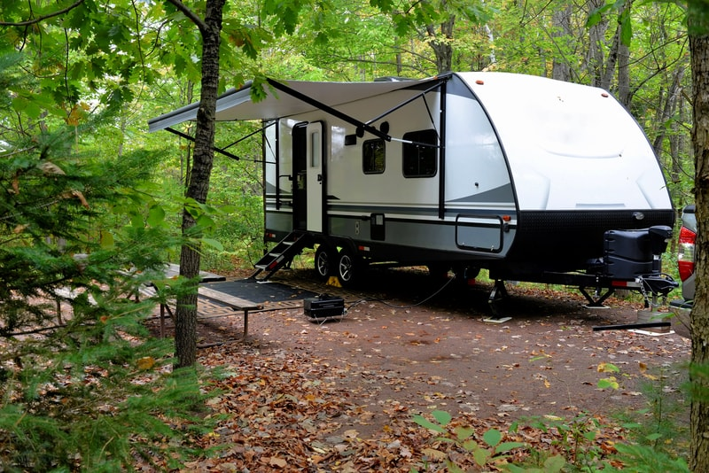 13 Best Travel Trailers With King Bed With Pictures