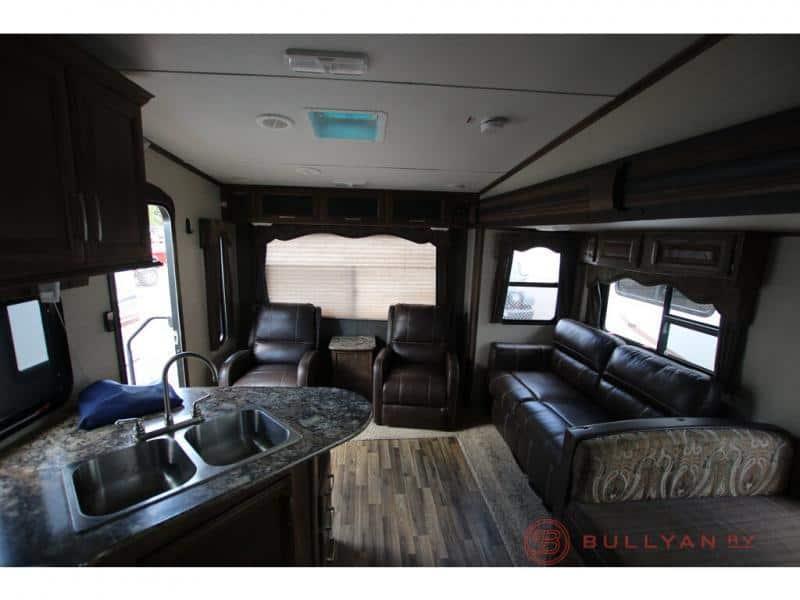 2016 Keystone Cougar 26RLS interior