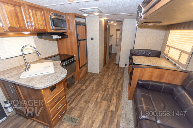 2018 Tracer 305AIR interior
