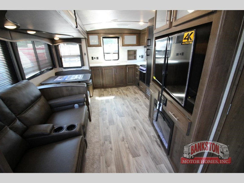 2020 Cougar 31MBS interior