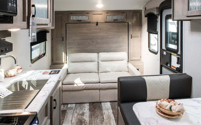 2020 Sonic 190VRB interior