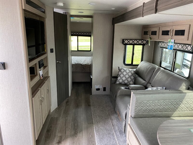2021 Freedom Express 259FKDS interior