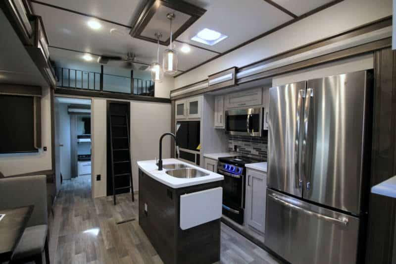 2021 Keystone Montana High Country 335BH interior