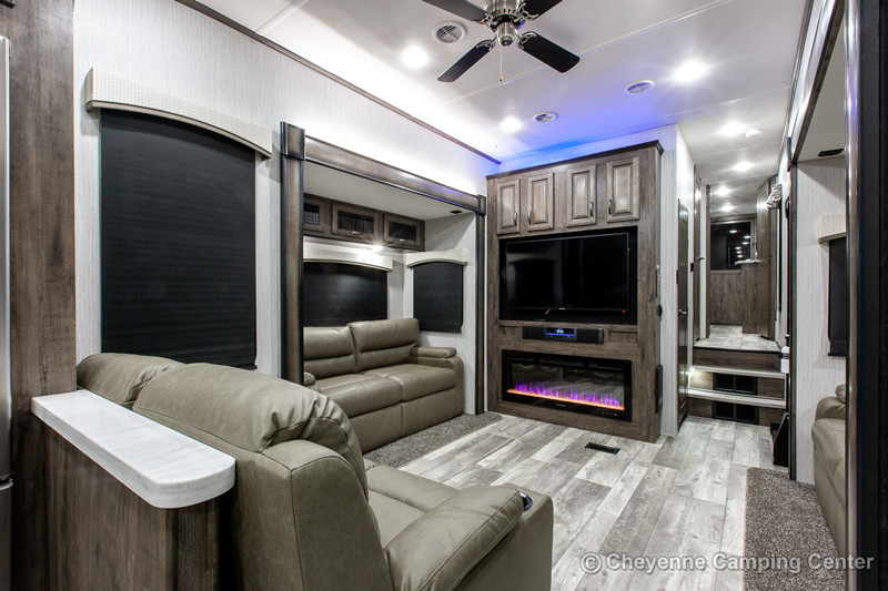 2021 Sierra 39BARK interior