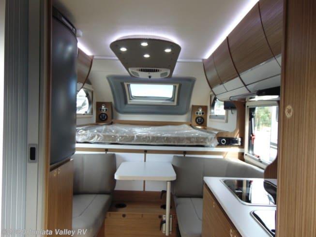 2019 Cirrus 720 interior