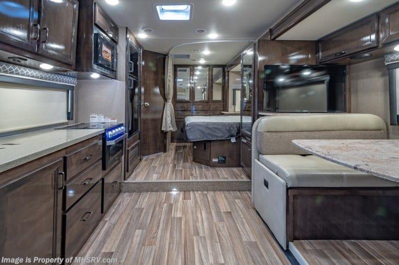 2019 Quantum RC 25 Class C interior
