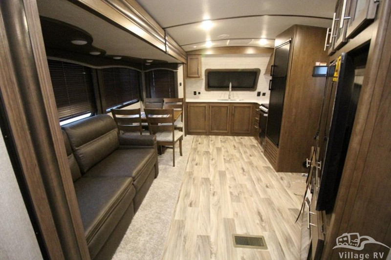 2020 Cougar 29FKD interior