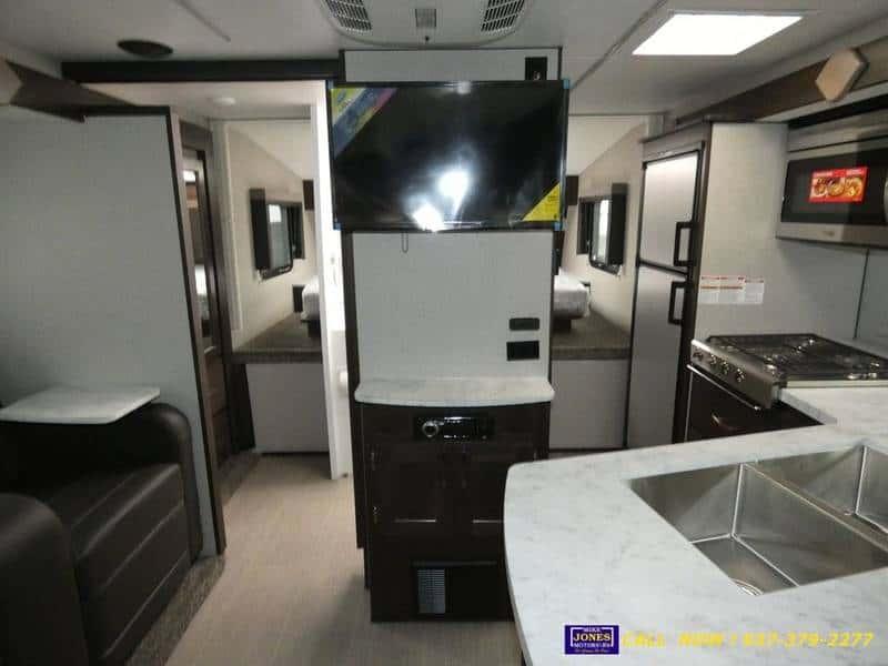 2020 Eagle Cap 1200 interior