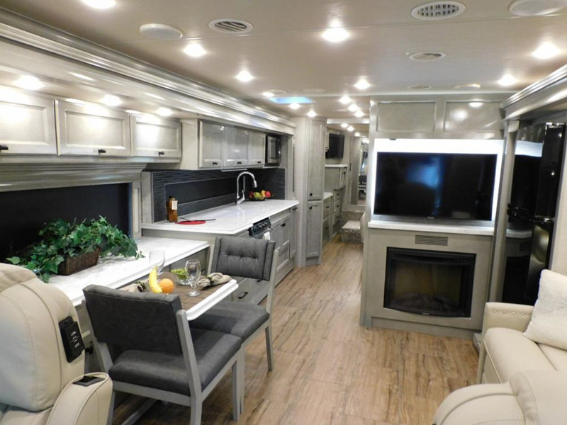 2020 Tiffin Motorhomes Allegro Breeze 33BR interior