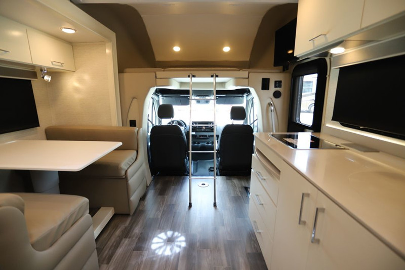 2020 Tiffin Wayfarer 25RW interior