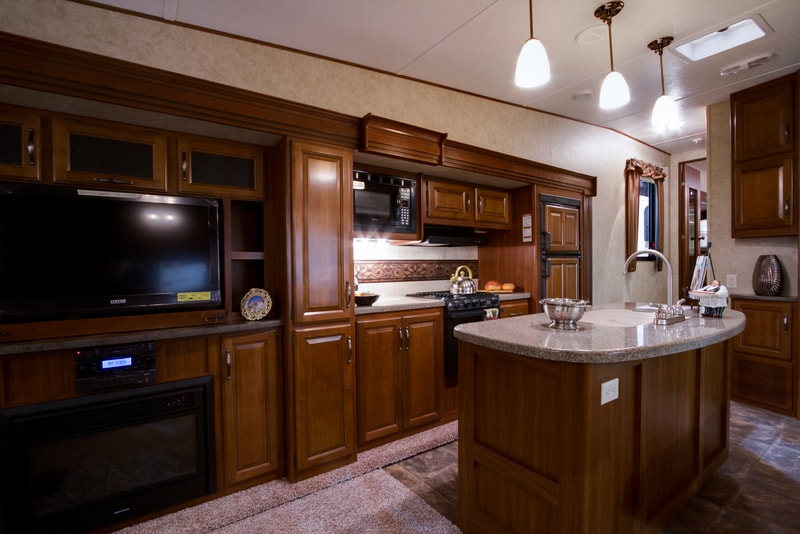 9 Best Front Kitchen Fifth Wheels and Travel Trailers With Pictures