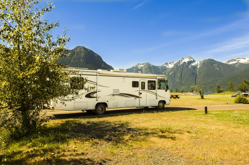 19 Best RVs Sleep 8 With Pictures